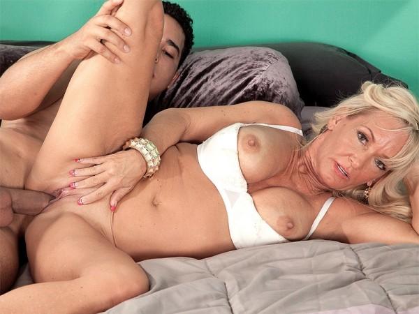 Milf seeker threesome lesbians