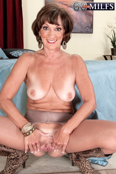 Sydni Lane - Solo Granny photos