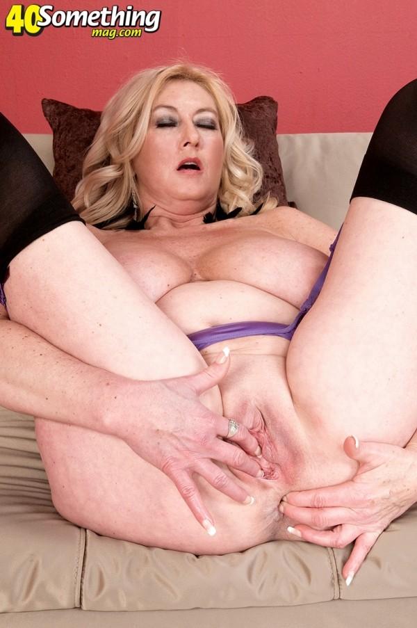 Hot mature thimbs