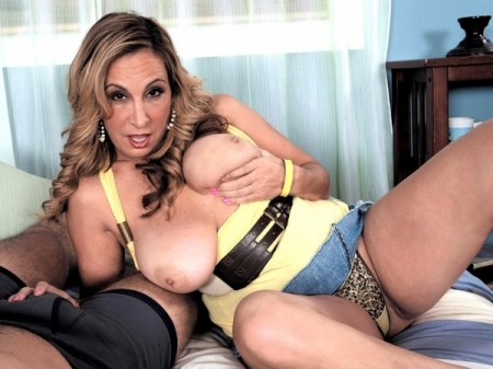 Sophia Jewel - XXX MILF video