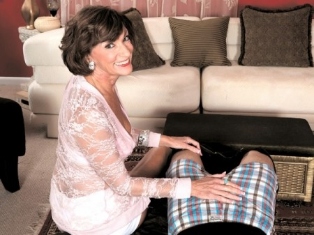 Sydni Lane - XXX Granny video
