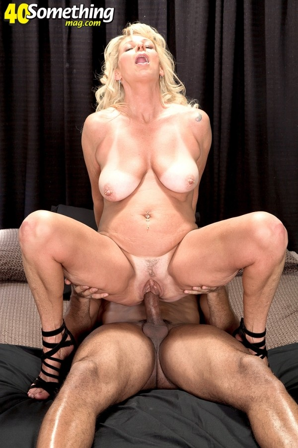 Nikki Chevious - XXX MILF photos