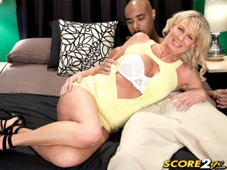Nikki Chevious - XXX MILF video