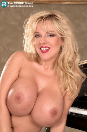 Harmony Bliss - Solo Big Tits photos