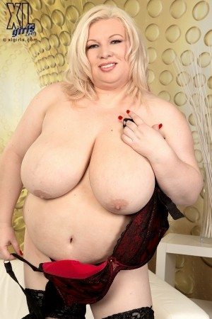 Annemari  - Solo Big Tits photos