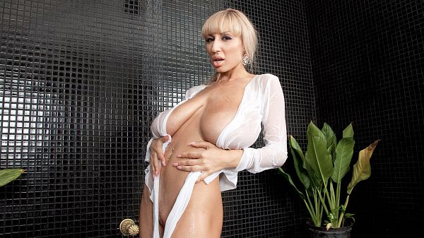 Venera The Wet Tee & Tits Show