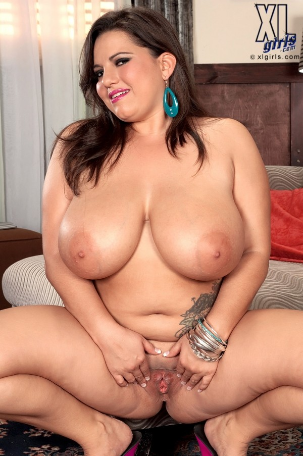 Natural busty babe maggie green sucks amp fucks a horny cock 10