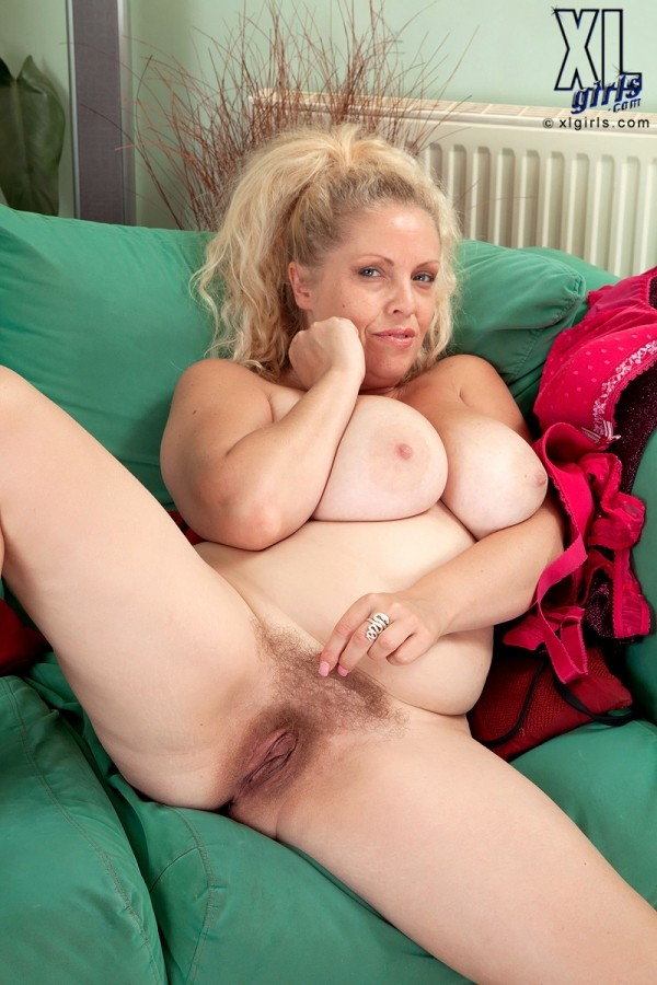 Experienced wife knows how to deepthroat big cock 6