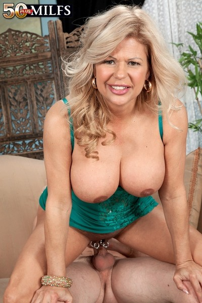 Miss Deb - XXX MILF photos