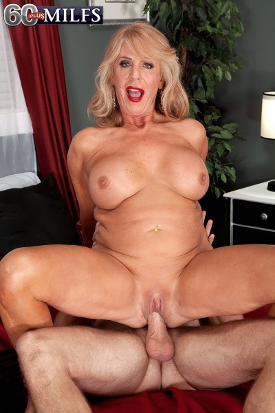 Levi Cash - XXX Granny photos