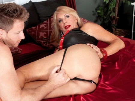 Phoenix Skye - XXX Granny video