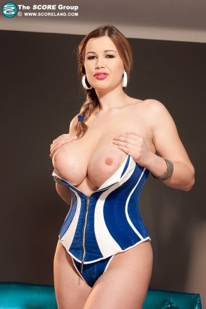Terry Nova - Solo Big Tits photos