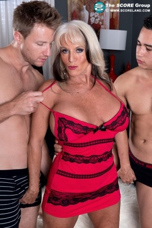 Sally D'Angelo Cumming-on Party For A Mature Bra-Buster
