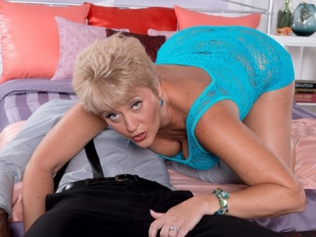Tracy Licks - XXX MILF video
