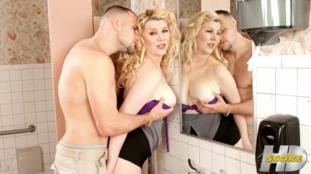 Venice Knight - XXX MILF video