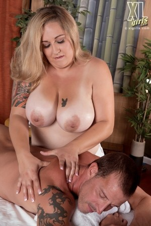 Dani Moore - XXX BBW photos