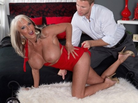 Levi Cash - XXX MILF video