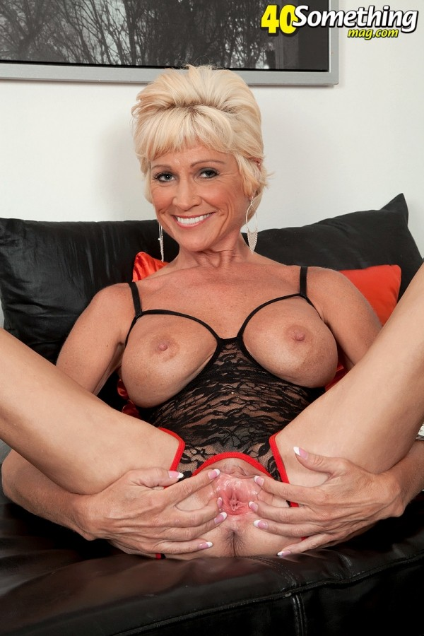 Niki - Solo MILF photos