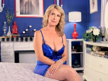 Laura Layne - Interview MILF video