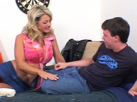 Vicky Vette - XXX Big Tits video