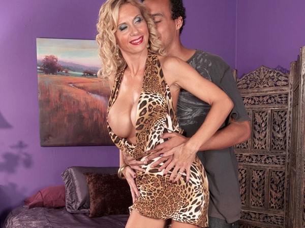 Brooke Tyler What Do You Give A Horny MILF? A Hard Cock!