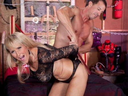 Brittney Snow - XXX MILF video