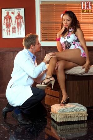 Lesb teasing toe tricks genie onyx hot and