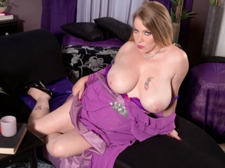 Desiree - Solo Big Tits video