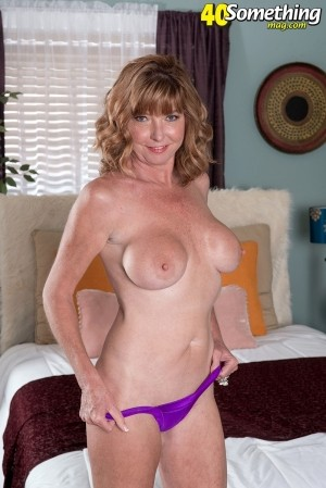Dee Delmar - Solo MILF photos