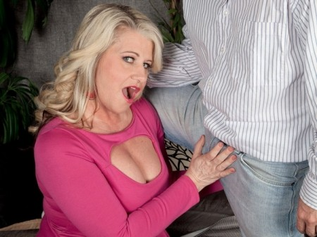 Mona Hawght - XXX MILF video