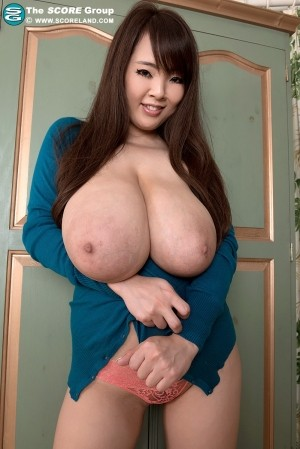 Hitomi Sweater Girl