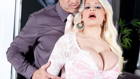 Holly Brooks - XXX Big Tits video