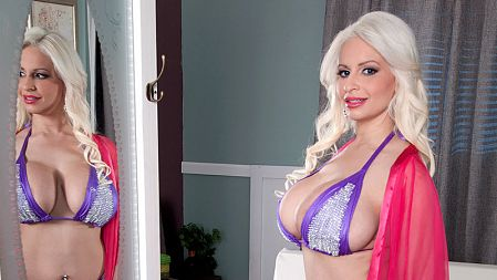 Holly Brooks - Solo Big Tits video