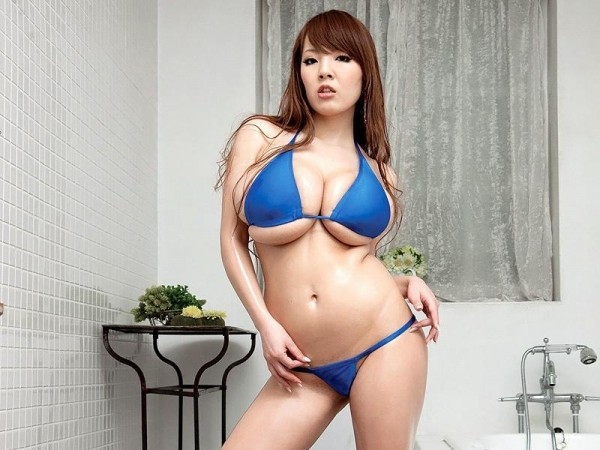 Hitomi Shower time with Hitomi scoreland2.com