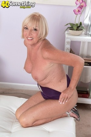 Scarlet Andrews - Solo Granny photos