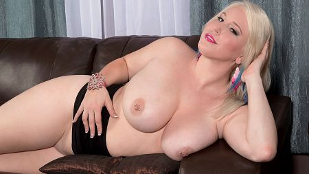 Bunny Brooks - Solo Big Tits video