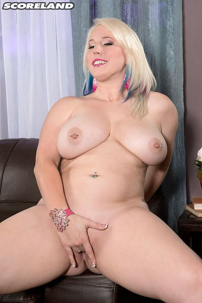 Bunny Brooks - Solo Big Tits photos