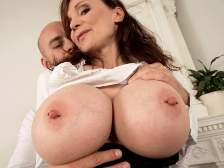 Michaela O'Brilliant - XXX MILF video