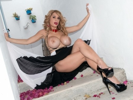 Alyssa Lynn - Solo Big Tits video
