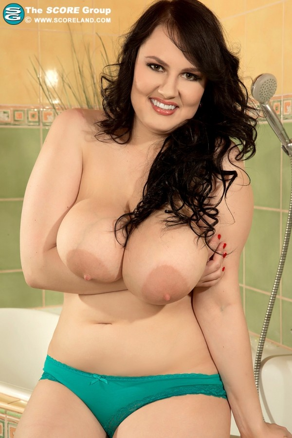 Barbara Angel Putting The Show In Shower