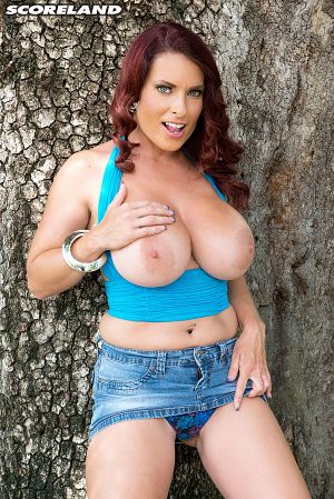 Goldie Blair - Solo Big Tits photos