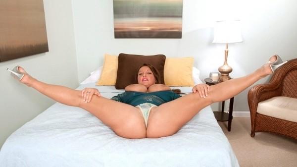 Stephanie Stalls Boobcore