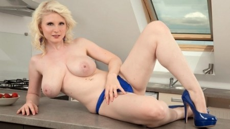 Casey Deluxe - Solo Big Tits video