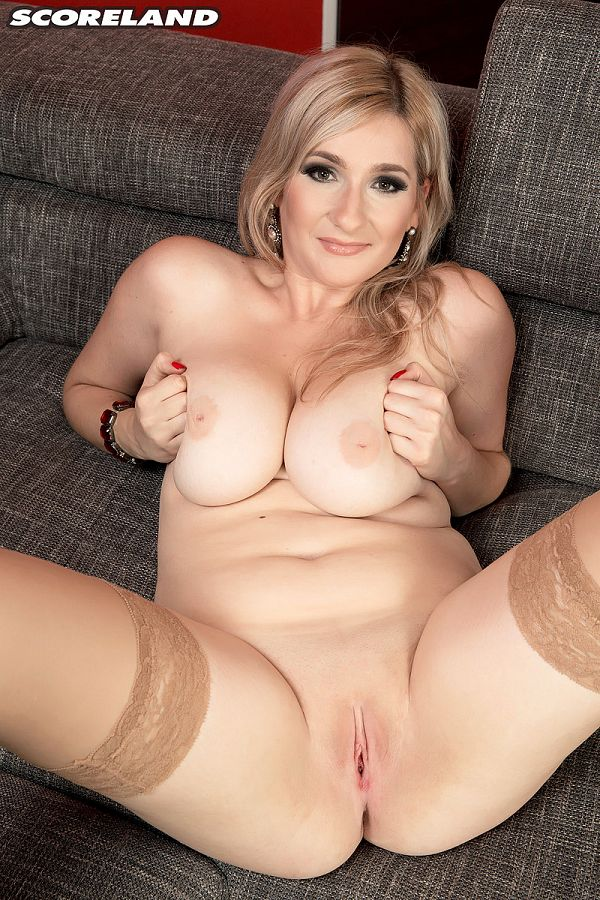 Audee - Solo Big Tits photos