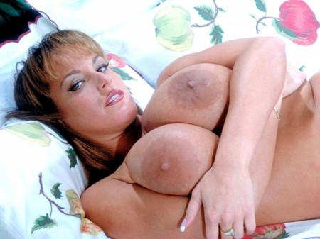 Cindy Cupps - Solo Big Tits video