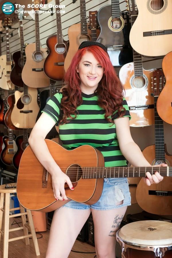 Harlow Nyx Guitar Heroine In Miami