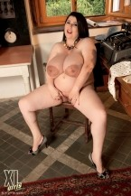 Natalie Fiore - Solo BBW photos