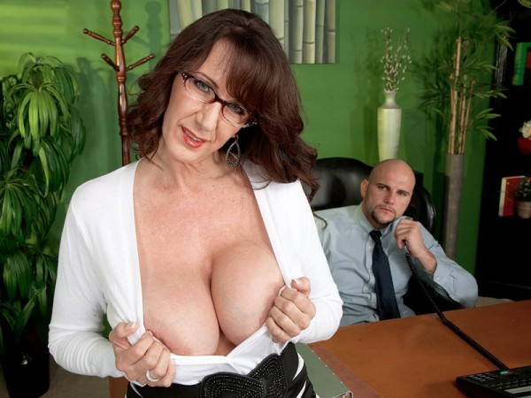 Cassie Cougar Fucking the big-titted MILF who's wearing glasses