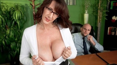Cassie Cougar - XXX MILF video