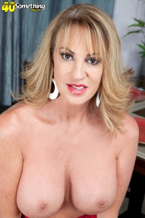 Annette Hotwife - Solo MILF photos